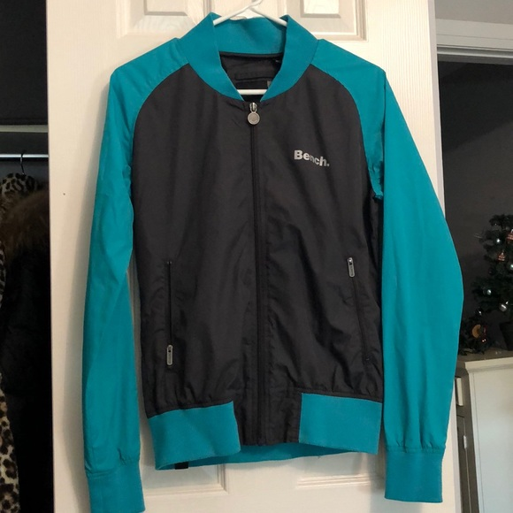 Bench windbreaker